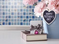 Що подарувати мамі на День матері?
