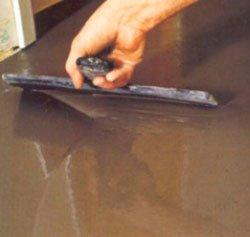 Заливаем полы цементно-песчаной смесью