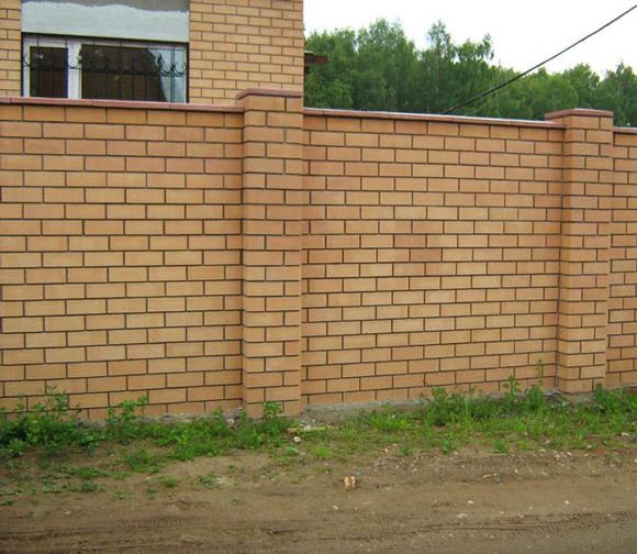 Цегляний паркан міцний, надійний і красивий + Фото