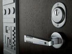 Переваги та недоліки двері зі сталі.