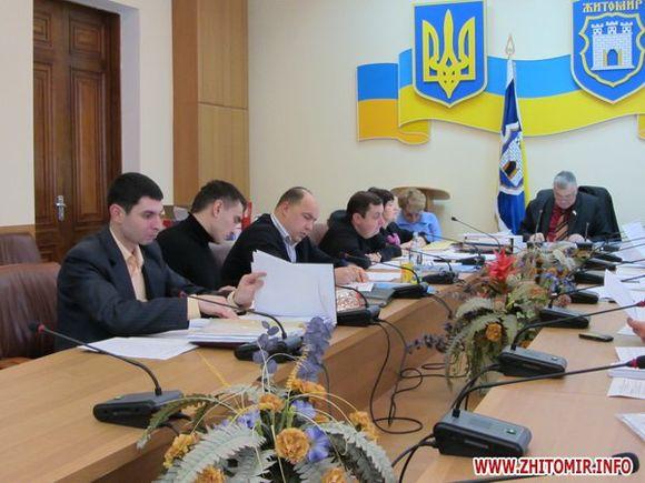 Земельна комісія Житомира виступила проти продажу ділянки землі поруч з Комерційним коледжем +ФОТО