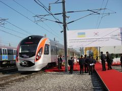 """220 гривень - приблизна ціна квитка у ІІ класі швидкісного поїзду """"Hyundai"""""""