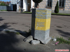 Скупий платить двічі: нові сміттєві урни на вулицях Житомира навіть рік не протрималися. ФОТО