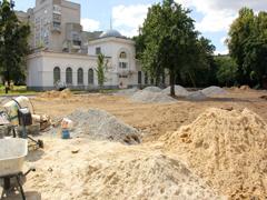 У Житомирі біля Мистецьких воріт встановлюють майданчик для спорту і відпочинку. ФОТО