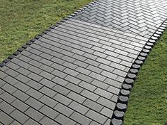 Як покласти тротуарну плитку на дачі