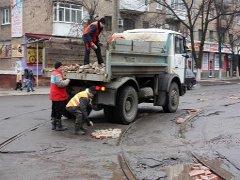 В Житомирі по вулиці Котовського, де нещодавно проводився ремонт дороги, утворилися тріщини. ФОТО
