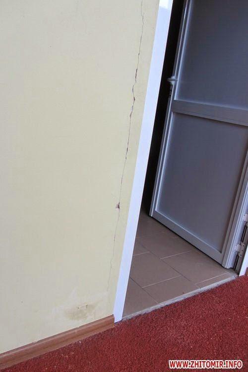 Ремонт центрального стадіону у Житомирі: службове недбальство, потьоки на стінах та ще 3 млн.грн. з бюджету