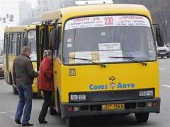 Житомирський чиновник уклав договір на перевезення пасажирів зі своїми родичами