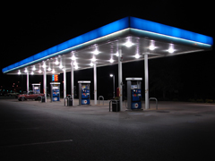 Під Житомиром виявили нафтобазу з підробленим бензином, який вбивав двигуни машин