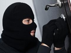 Українців лякають масовими квартирними крадіжками: як надійно заховати гроші