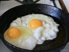 Чи можна смажити яєчню на вершковому маслі
