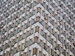 З фасаду будівлі Міністерства соціальної політики почали демонтувати декоративні перегородки