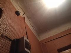 У Житомирі з будинку виселяються мешканці, бо крізь щілини у стінах видно вулицю