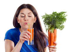 Почему женщинам нужно пить морковный сок